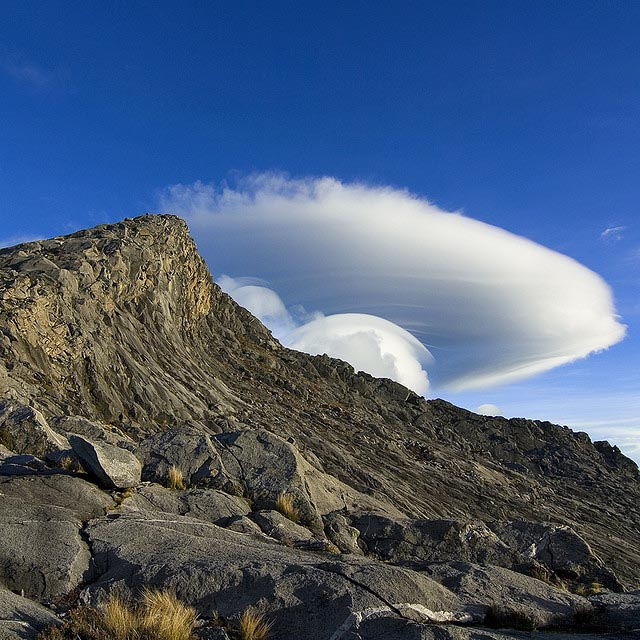 Amazing Cloud Photography: 35 Amazing Photos Of Lenticular Clouds