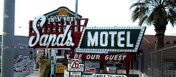 20 Awesome Retro Typography Designs From Motel & Hotel Signs